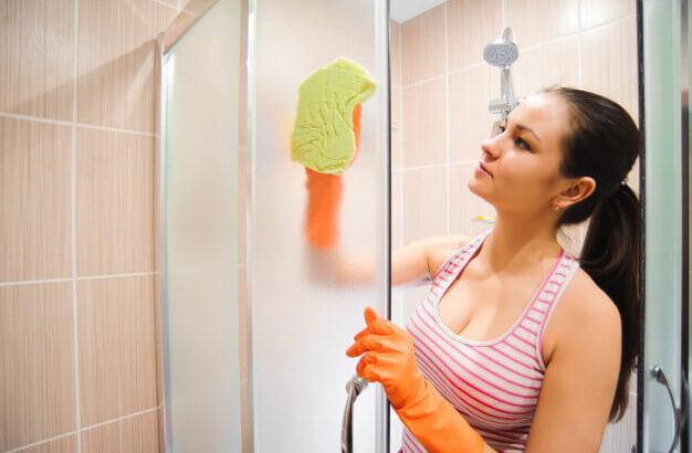 como-limpar-box-de-banheiro-em-quatro-passos-simples